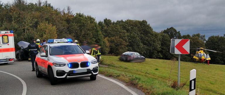 Read more about the article Schwerer Verkehrsunfall zwischen Rheinbay und Weiler (Alarmstufe H2)
